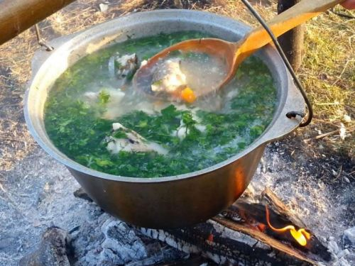 Приготовление супа на костре