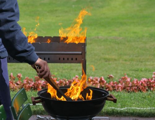 Разведение огня в мангале