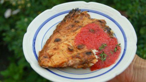 Камбала на гриле с томатным соусом