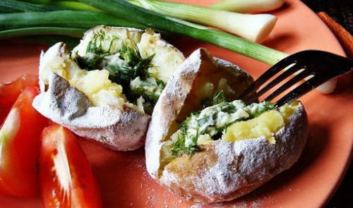 Картошка на костре с начинкой