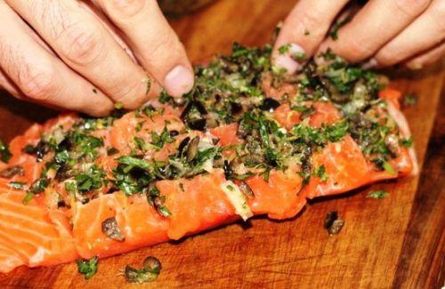 Маринование семги с оливками