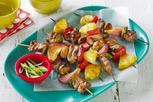 Шашлыки из свинины с ананасами, перцем, чесноком