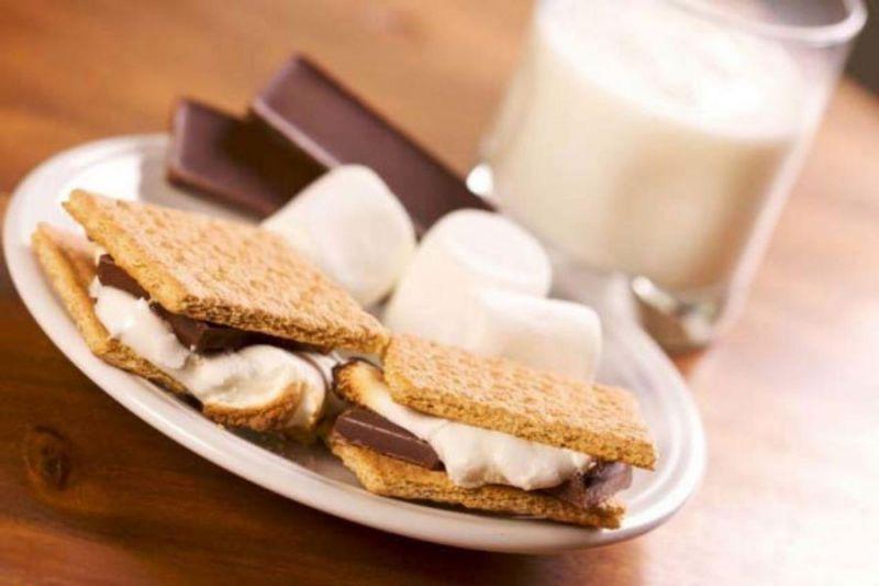 Маршмеллоу с печеньем и шоколадом