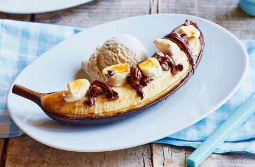 Банан с шоколадом и маршмеллоу
