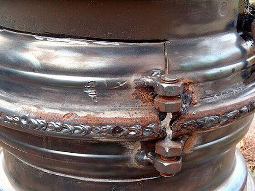 Крепление дверцы мангала из дисков