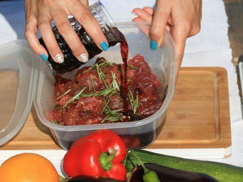 Маринование мяса в красном вине