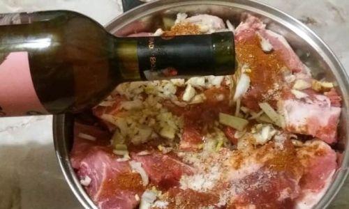 Маринование мяса в белом вине