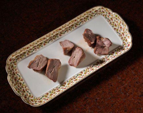 Разрезанные куски мяса