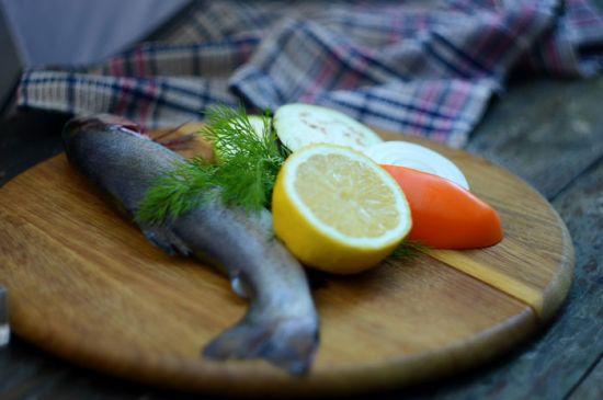 Рыба, лимон, овощи