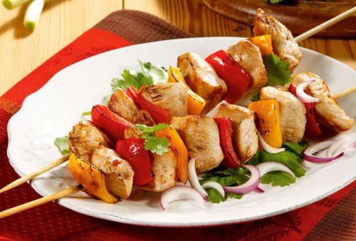 Шашлычки из индейки с овощами