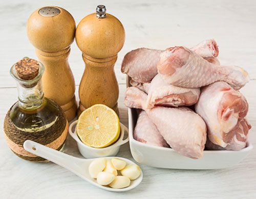 Куриные ножки с ингредиентами для маринада