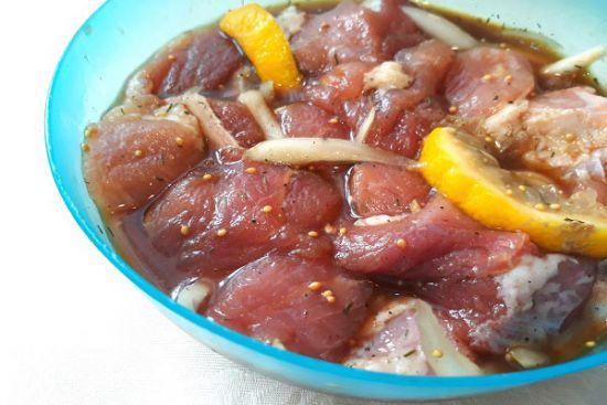 Мясо в маринаде с лимоном
