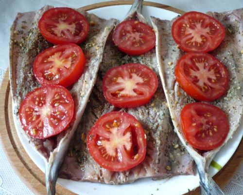 Скумбрия с помидорами