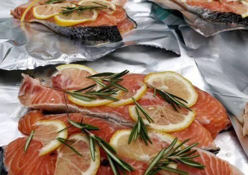 Рыба с лимоном и розмарином