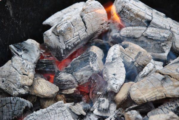Угли в мангале