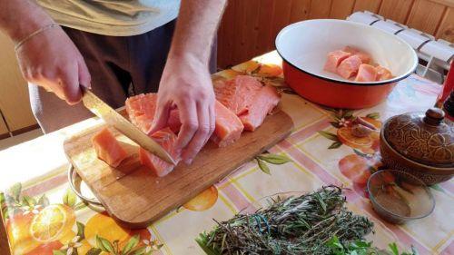 Нарезание лосося