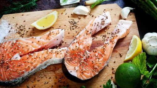 Стейки лосося с приправами