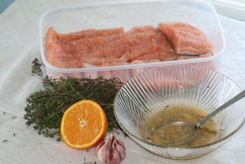 Лосось и ингредиенты для маринования