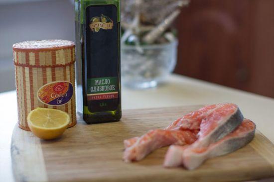 Семга, оливковое масло, лимон
