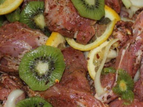 Маринад из киви, лимона и лука