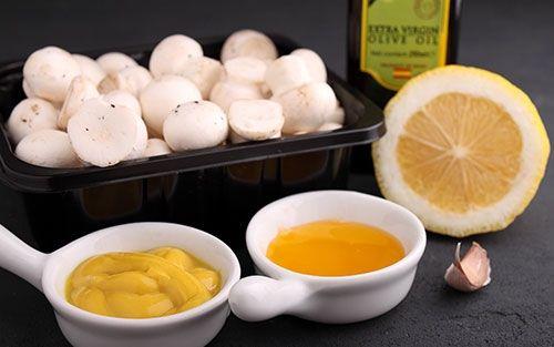 Шампиньоны, горчица, лимон, оливковое масло, чеснок