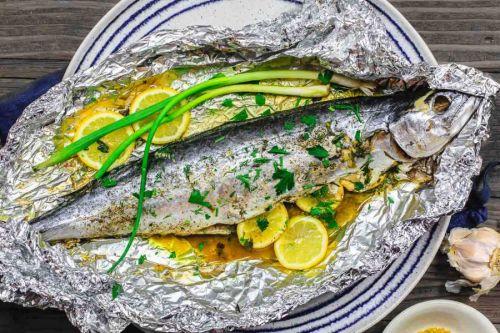 Рыба в фольге с лимоном и зеленью
