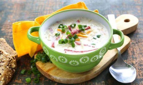 Суп с колбасой и зеленым луком