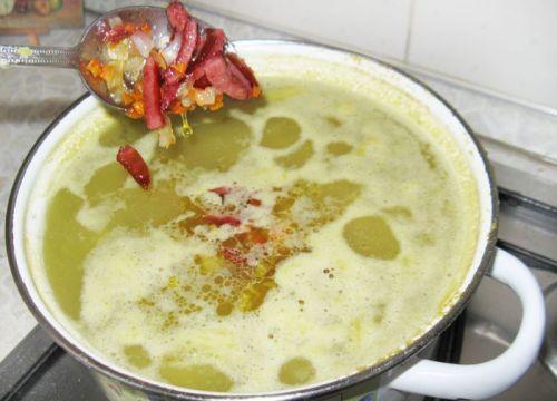 Варка супа с колбасой