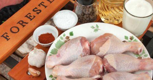 Куриные ножки и ингредиенты для маринада
