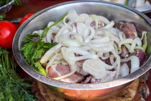Свинина в луковом маринаде