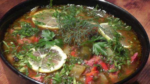 Солянка со свежей зеленью