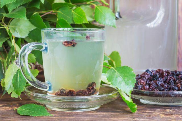 Напиток из березового сока и изюма