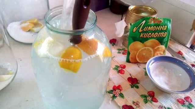 Березовый сок с лимонной кислотой