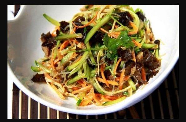 Закуска из китайских древесных грибов и фунчозы