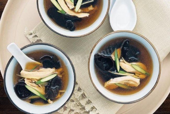 Суп кимчи с древесными грибами