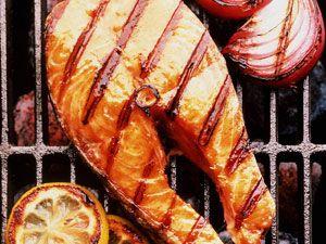 Рыба, приготовленная на решетке