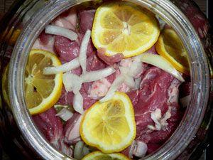 Маринование мяса с лимоном