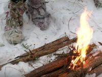 Костер в лесу зимой