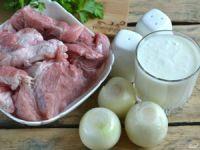 Мясо, кефир, лук и специи