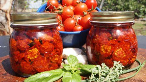 Вяленые томаты в банках